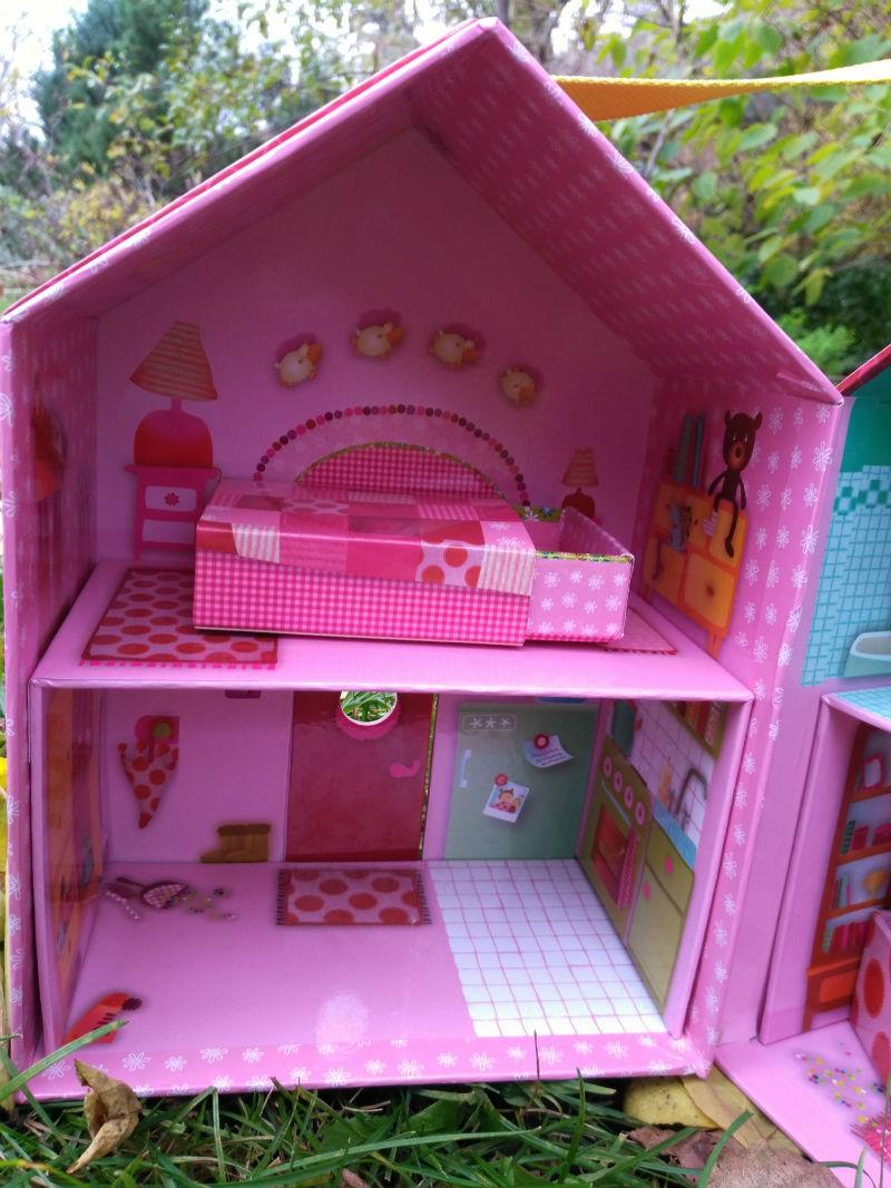 kartonowy domek dla lalek