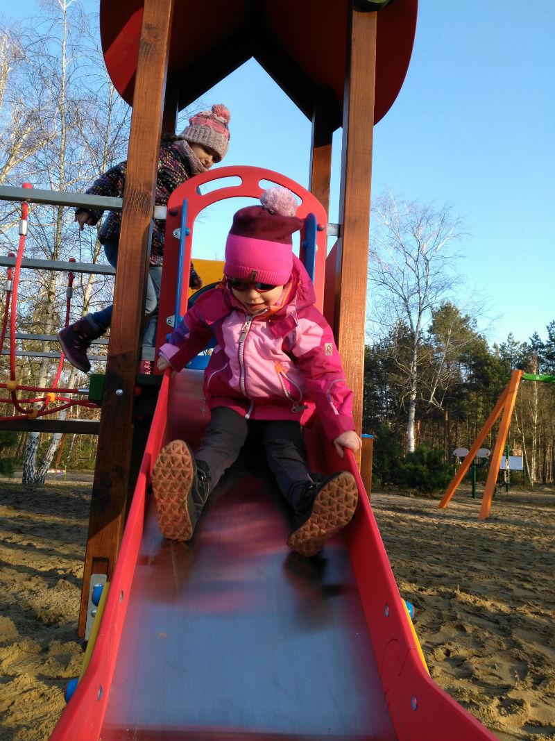 dzieci samooocena zjezdzalnia
